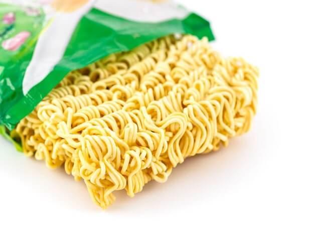 Khi bị đau dạ dày có nên sử dụng mì tôm thường xuyên hay không