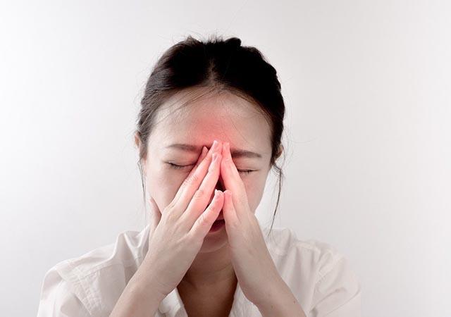 Theo Đông y, nguyên nhân gây bệnh viêm xoang trán đó là do gan nóng, phế nhiệt