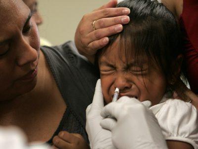 Đến Trung tâm Đông y Việt Nam, bà mẹ 9x tá hỏa nhận ra sai lầm khi chữa viêm mũi dị ứng cho con